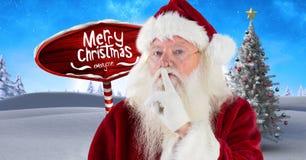 Το κείμενο Χαρούμενα Χριστούγεννας και η hushing ησυχία Santa με ξύλινο καθοδηγούν στο χειμερινό τοπίο Χριστουγέννων Στοκ εικόνα με δικαίωμα ελεύθερης χρήσης