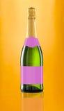 το κενό μπουκάλι απομόνωσε το κρασί ετικετών Στοκ εικόνα με δικαίωμα ελεύθερης χρήσης