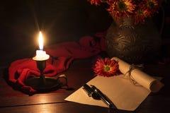 Το κερί φωτίζει το γραφείο Στοκ εικόνες με δικαίωμα ελεύθερης χρήσης
