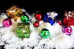 Το κιβώτιο και η διακόσμηση δώρων για διακοσμούν τη Παραμονή Χριστουγέννων Στοκ φωτογραφίες με δικαίωμα ελεύθερης χρήσης