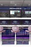Το κιβώτιο κοιλωμάτων μπροστά από το γκαράζ στάσεων κοιλωμάτων του Red Bull που συναγωνίζεται την ομάδα της Renault Στοκ Φωτογραφίες