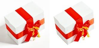 Το κιβώτιο δώρων διακόσμησε την κόκκινα κορδέλλα μεταξιού και το τόξο, αντικείμενο στο άσπρο υπόβαθρο στούντιο Στοκ Εικόνα