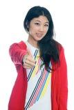 το κινεζικό κορίτσι φυλλομετρεί επάνω Στοκ φωτογραφία με δικαίωμα ελεύθερης χρήσης