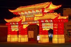 Το κινεζικό φαναριών νέο έτος κινέζικα έτους φεστιβάλ νέο χαιρετίζει την πύλη Στοκ Φωτογραφίες