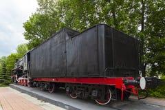 Το κινητήριος-μνημείο λ-3291 Ισχυρή, όμορφη ρωσική ατμομηχανή Κινηματογράφηση σε πρώτο πλάνο ροδών Μηχανή ατμού στοκ εικόνα