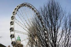 Το κλίμα έλεγξε τις κάψες της τεράστιας ρόδας επίσκεψης του Μπέλφαστ στους λόγους του Μπέλφαστ Δημαρχείο στη Βόρεια Ιρλανδία στοκ εικόνες