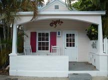 Το κλασικό μπανγκαλόου στην πόλη της Key West, Φλώριδα Στοκ φωτογραφία με δικαίωμα ελεύθερης χρήσης