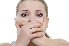 το κλείσιμο δίνει τις τρομαγμένες νεολαίες στοματικών γυναικών της Στοκ φωτογραφίες με δικαίωμα ελεύθερης χρήσης