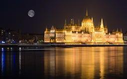 Το Κοινοβούλιο της Βουδαπέστης τή νύχτα Στοκ φωτογραφίες με δικαίωμα ελεύθερης χρήσης