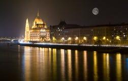 Το Κοινοβούλιο της Βουδαπέστης τή νύχτα Στοκ Φωτογραφίες