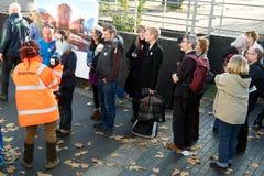 Το κοινό παρατάσσει για να επισκεφτεί τον πολεμιστή ΙΙΙ ουράνιων τόξων Στοκ Εικόνες