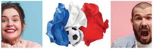 Το κολάζ για τις συγκινήσεις των οπαδών ποδοσφαίρου της Γαλλίας στραγγίζει και σημαιοστολίζει στο άσπρο υπόβαθρο Στοκ φωτογραφίες με δικαίωμα ελεύθερης χρήσης