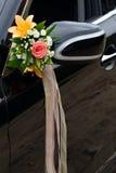 Το κομψό αυτοκίνητο για το γαμήλιο εορτασμό Στοκ φωτογραφία με δικαίωμα ελεύθερης χρήσης