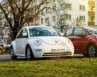 Το κομψό αυτοκίνητο κανθάρων της VW Volkswagen στην πόλη Στοκ εικόνες με δικαίωμα ελεύθερης χρήσης