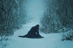 Το κορίτσι ένας δαίμονας περπατά μόνο Στοκ Φωτογραφίες