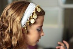 Το κορίτσι έντυσε στις διακοπές Στοκ Φωτογραφίες