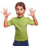 Το κορίτσι λίγη ευτυχής χαρούμενη έκπληξη την διέδωσε στοκ εικόνες