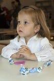 Το κορίτσι ακούει Στοκ φωτογραφία με δικαίωμα ελεύθερης χρήσης