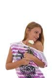 Το κορίτσι λαμβάνει ένα τριαντάφυλλο ως δώρο Στοκ εικόνες με δικαίωμα ελεύθερης χρήσης