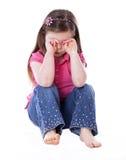 το κορίτσι απομόνωσε λίγο λυπημένο λευκό στοκ φωτογραφίες