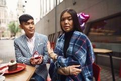 Το κορίτσι αρνείται το αγόρι στην πρόταση γάμου Στοκ Εικόνες