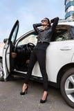 Το κορίτσι για ένα άσπρο αυτοκίνητο Στοκ Εικόνα