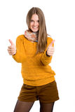 Το κορίτσι εμφανίζει δύο αντίχειρες στοκ φωτογραφία με δικαίωμα ελεύθερης χρήσης