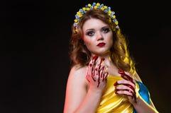 Το κορίτσι ενσωματώνει την Ουκρανία Στοκ Εικόνες