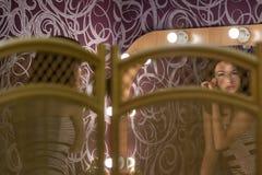 Το κορίτσι κάνει να αποτελέσει στο μέτωπο Στοκ φωτογραφίες με δικαίωμα ελεύθερης χρήσης