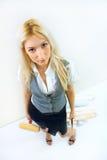 το κορίτσι κάνει την επισ&kapp Στοκ Εικόνες