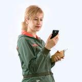 Το κορίτσι και οι συσκευές Στοκ φωτογραφία με δικαίωμα ελεύθερης χρήσης