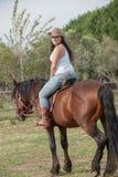 Το κορίτσι και το άλογο Στοκ Φωτογραφίες