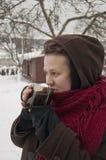 Το κορίτσι και το τσάι Στοκ εικόνα με δικαίωμα ελεύθερης χρήσης