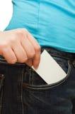 το κορίτσι καρτών κρατά το έ&g Στοκ Φωτογραφία
