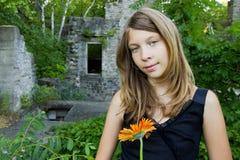 το κορίτσι καταστρέφει τ&eta Στοκ φωτογραφίες με δικαίωμα ελεύθερης χρήσης