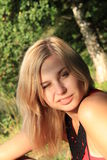 το κορίτσι κλείνει το μάτ&iot Στοκ εικόνα με δικαίωμα ελεύθερης χρήσης