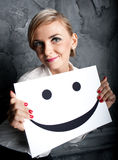 Το κορίτσι κρατά ένα χαμόγελο Στοκ εικόνες με δικαίωμα ελεύθερης χρήσης
