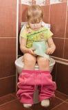 το κορίτσι κύπελλων κάθε& στοκ εικόνα με δικαίωμα ελεύθερης χρήσης