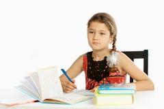το κορίτσι μαθαίνει το μάθ& Στοκ Εικόνες