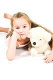 Το κορίτσι με ένα κουτάβι παιχνιδιών Στοκ εικόνες με δικαίωμα ελεύθερης χρήσης