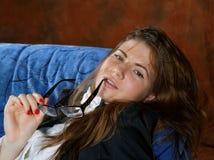 Το κορίτσι με μια δεσμός-πεταλούδα Στοκ φωτογραφία με δικαίωμα ελεύθερης χρήσης