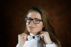 Το κορίτσι με μια δεσμός-πεταλούδα Στοκ εικόνες με δικαίωμα ελεύθερης χρήσης