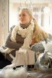 το κορίτσι με τα σαλάχια πάγου Στοκ εικόνες με δικαίωμα ελεύθερης χρήσης
