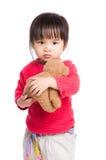 Το κορίτσι με την κούκλα αντέχει στοκ εικόνα με δικαίωμα ελεύθερης χρήσης