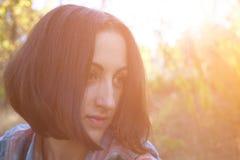 Το κορίτσι με το κάλυμμα Στοκ εικόνα με δικαίωμα ελεύθερης χρήσης