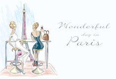 Το κορίτσι μόδας στο κοκτέιλ κατανάλωσης καφέδων και κοιτάζει Στοκ Εικόνες