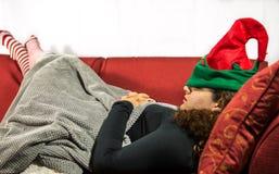 Το κορίτσι ονειρεύεται τα εξαρτήματα νεραιδών επιδέσμου Χριστουγέννων Στοκ Φωτογραφία