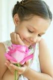 το κορίτσι λουλουδιών λίγο αυξήθηκε Στοκ Φωτογραφίες