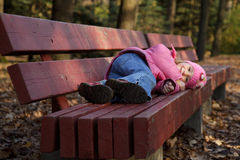 το κορίτσι πάγκων βρίσκετ&al Στοκ φωτογραφία με δικαίωμα ελεύθερης χρήσης
