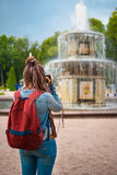 Το κορίτσι παίρνει μια εικόνα Στοκ Εικόνα